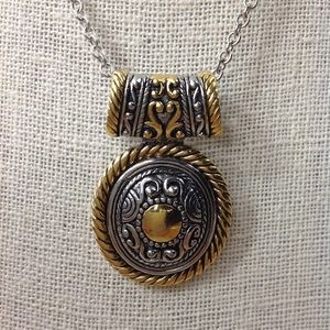 VINTAGE MEDALLION STYLE NECKLACE